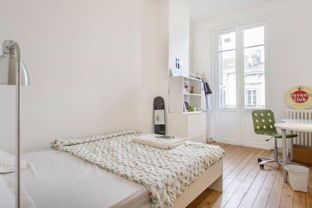 Comfortable room in city centre - Bordeaux - Apartment