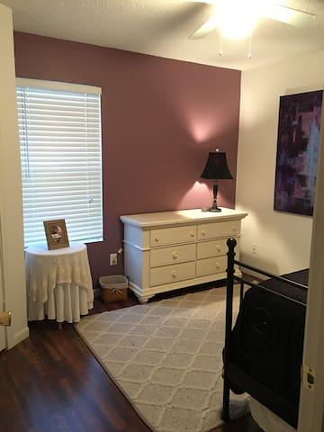 Cozy bedroom close to Fort Hood