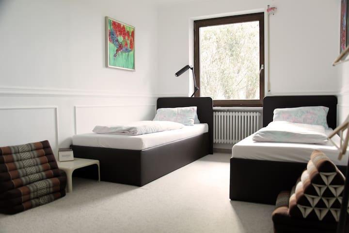 1 bed in relaxing double/tripleroom - Munich - Bed & Breakfast