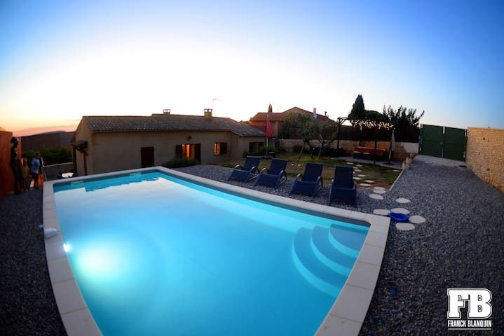 Maison avec piscine à Roussillon, 2 chambres clim. - Roussillon - Huis