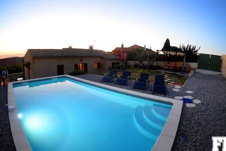 Maison avec piscine à Roussillon, 2 chambres clim. - Roussillon