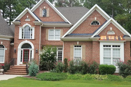 Rose House Mansion-Exclusive Exec Country Clbarea - Morrisville