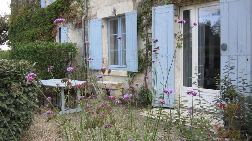 Charme et simplicité - Saint-Aigulin - Apartmen