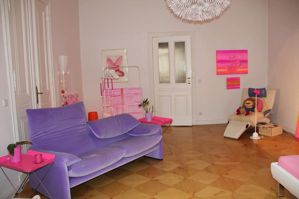 das lila sofa mit eingang !