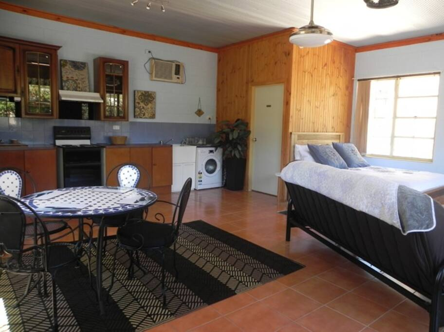 Moonrise accommodates 2 to 4 people and has everything you need for a relaxing stay at the beach