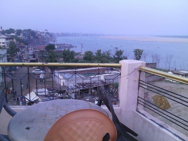 Ganga Guest House + Music School(shared  bathroom)