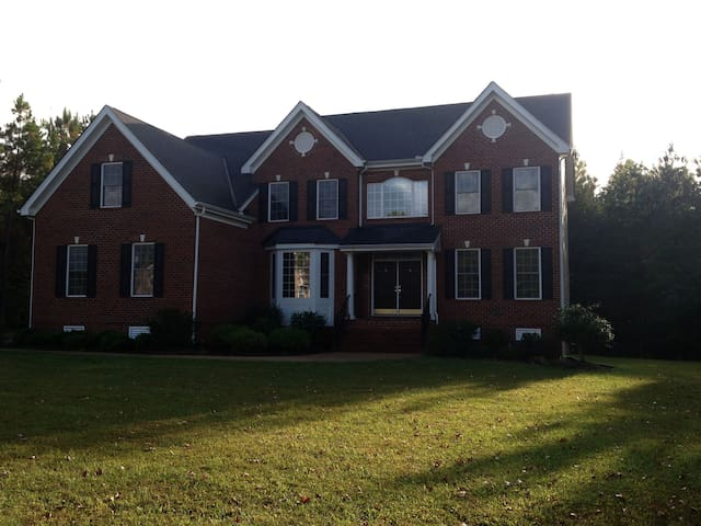 Beautiful home w/ 2 rooms to spare - Glen Allen - Ev
