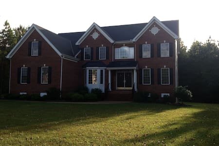 Beautiful home w/ 2 rooms to spare - Glen Allen