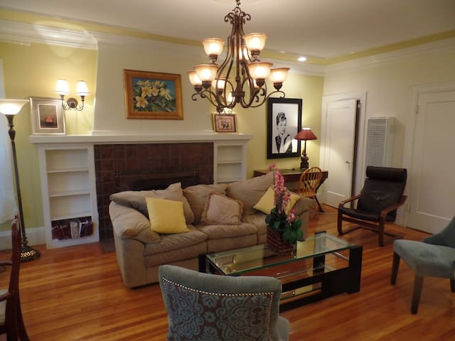 Elegant, classic, Elmwood 1 bedroom