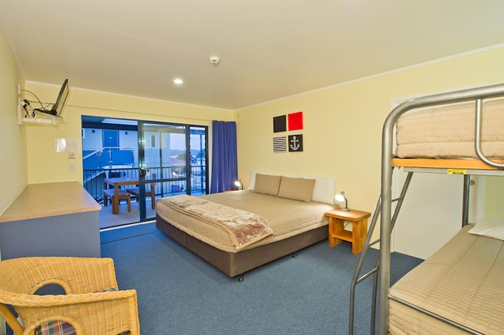 Saltwater Lodge Private Double Room with Bunks