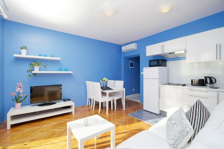 Hvar, downtown apartment: Blue!