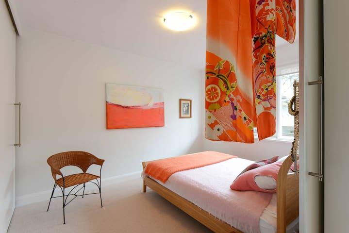 Elwood Beach 2 bedroom  Apartment, Quiet and Leafy