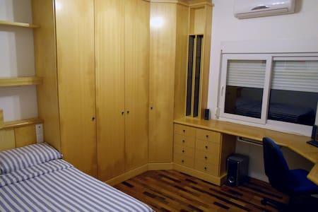 Comfy room 6km from downtown - Blumenau - Ház