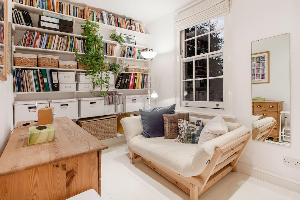 'Twingle' single sofa-bed.
