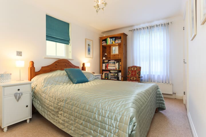 Quiet Private Room close to beach - Falmouth - Apartment