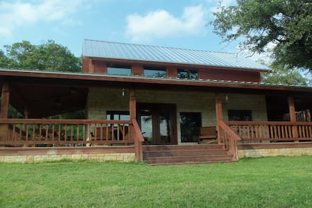 Quiet cabin in the woods on 70 acres - Oglesby - Hytte