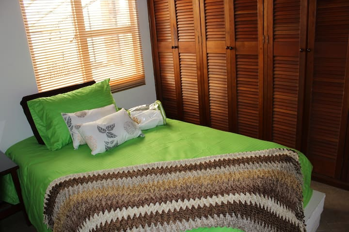 Cozy bedroom in an incredible house - Bogotá - Hus