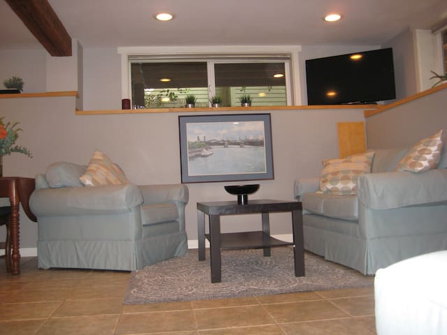 Great apartment, 3 miles to downtown! - Portland - Huoneisto