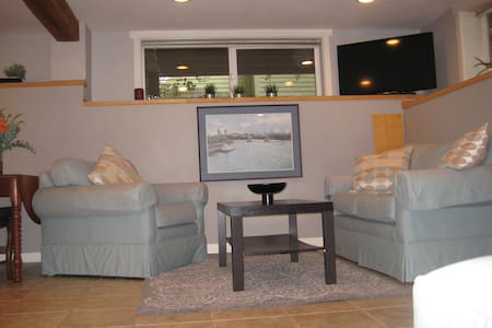 Great apartment, 3 miles to downtown! - Портленд