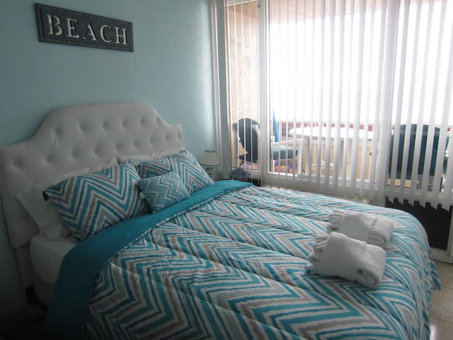 DIRECT OCEAN FRONT RESORT STUDIO ASK SUMMER WEEKLY - Daytona Beach - Apartment