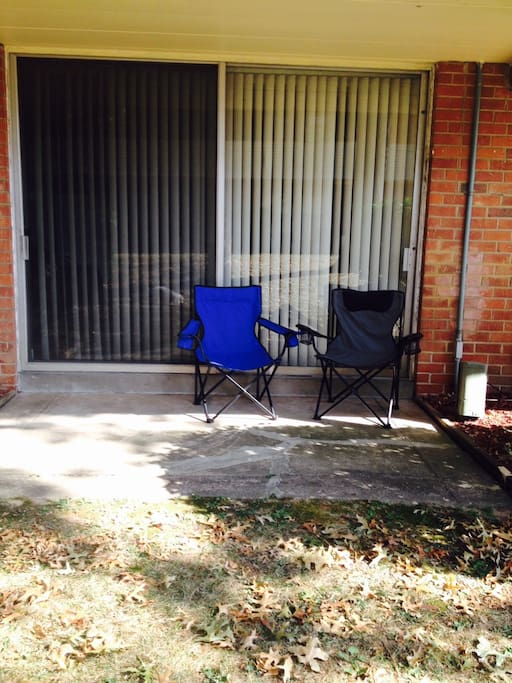 Say hi to the birdies & enjoy a cup of coffee or tea in this cozy outdoor nook....