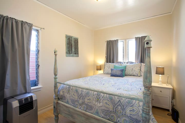 Your Own 1 Bedroom Apt In Trendy West Hollywood Apartments For Rent In Los