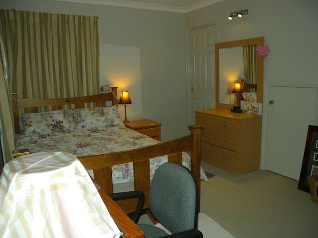 Double Bed; Ensuite Bathroom; Separate entry - Harrison - Huis