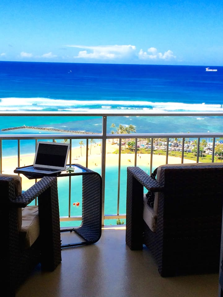 relax watch the surf from the lanai