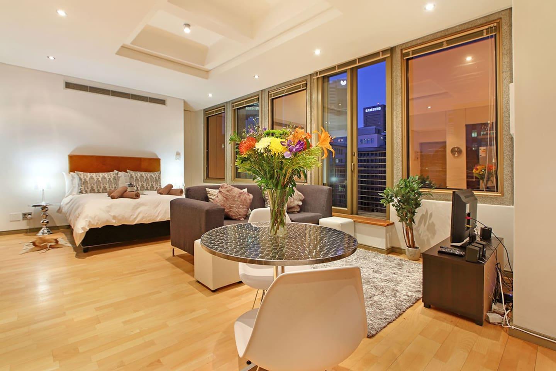Master Luc open-plan Studio Apartment with juliette balcony