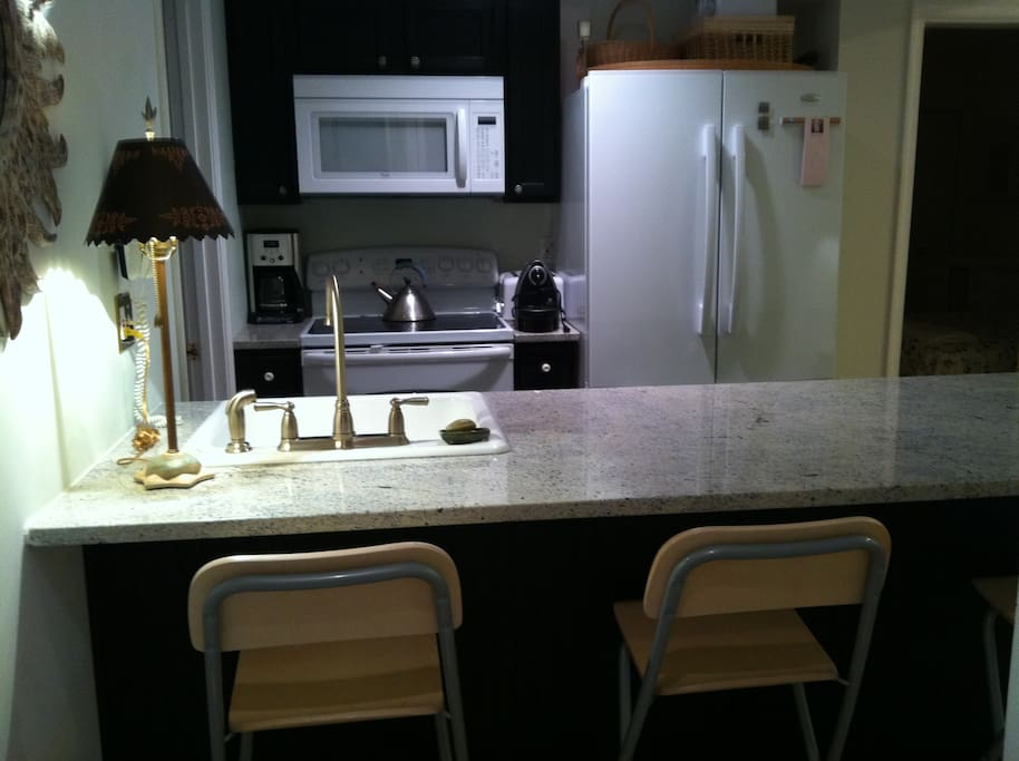 lovely granite island with 4 bar stools, fully equipped kitchen