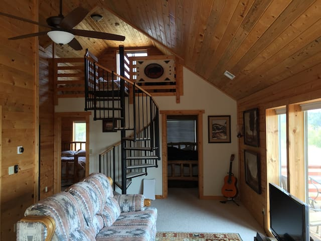 Parker's Peak Smart Cabin w/Disc Golf Course! - Jefferson - กระท่อม