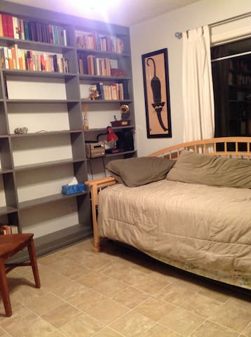 Single (or double) bedroom - Claremont