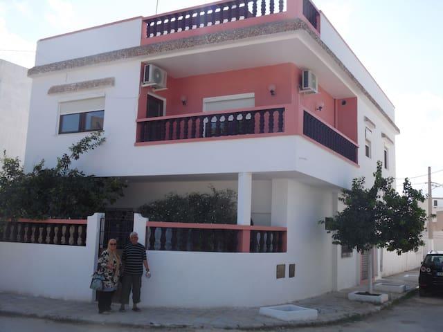 Tolles Haus mit großer Dachterrasse - Manzil Tamim