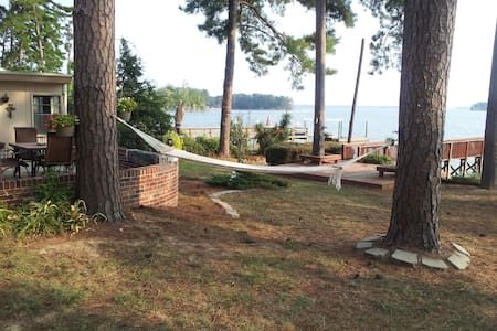 LAKE Murray, HOT TUB, Dock & more - Casa