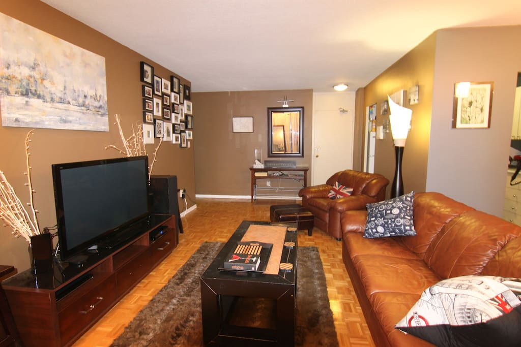 "Large living room confortably sits 5 people. 49"" TV. Google Play to watch movies and TV shows."
