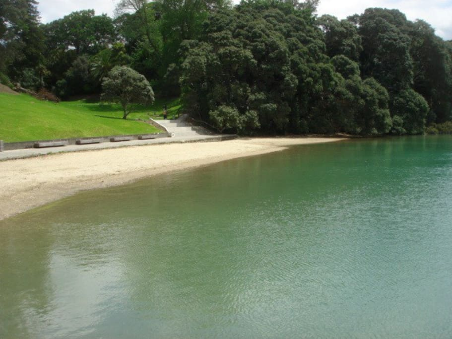 Judges Bay beach at high tide, safe swimming. About a 2 minute walk. Ideal for picnics