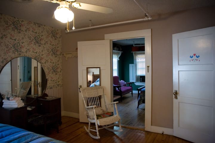 D Door between rooms.  One room has king bed, the other has queen and a twin bed.