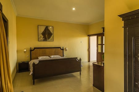 Koming guest house - Denpasar  - ที่พักพร้อมอาหารเช้า