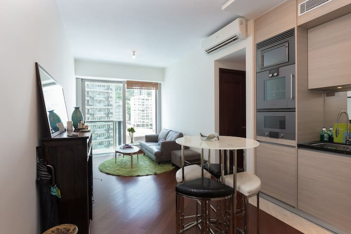 Lux 2 Bedroom next to MTR & local attractions