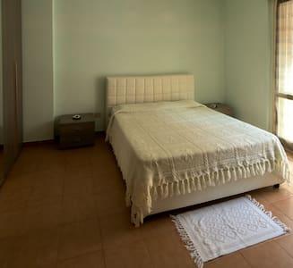 Camera matrimoniale con bagno. - Aprilia