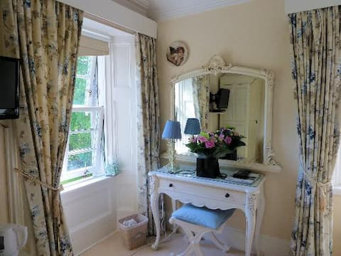 Glebe Country House - King size - ensuite