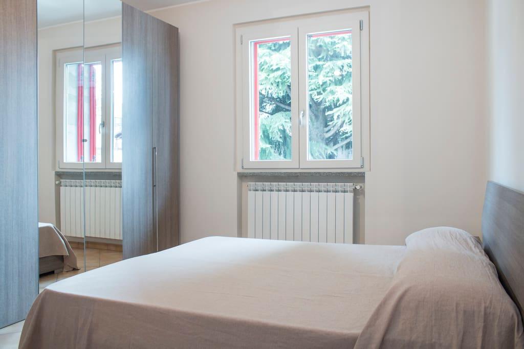 Camera grande con letto matrimoniale