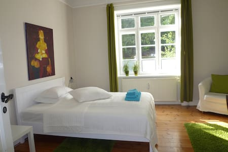 B&B. Big and Bright room in Copenhagen. - Frederiksberg