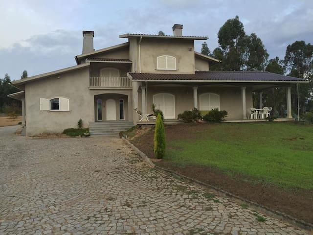 Villa Tondela - Tondela - House