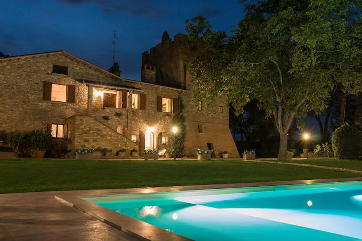 Luxury Villa & Tower with pool - Colombella - Villa