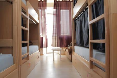 4 Bed Shared Room - Prishtinë - Bed & Breakfast
