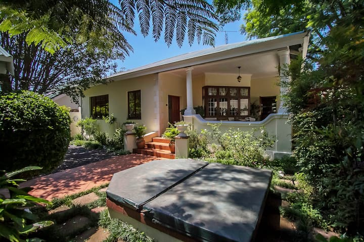 Beautiful & spacious heritage home! - Johannesburg - Huis