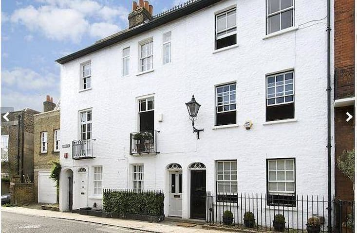 Friendly room on the River Thames. - Isleworth - Hus