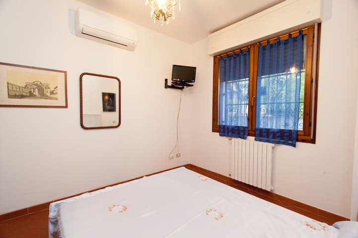 Double Room with Private Bathroom B&B Il Girasole - Castel San Pietro Terme - Bed & Breakfast