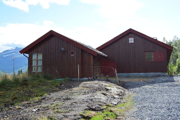 Flott hytte med anneks - Stordal - Blockhütte
